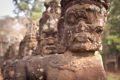 De standbeelden van Boedha op de weg, Angkor Wat, Kambodja Royalty-vrije Stock Afbeeldingen