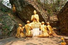 De standbeelden van Boedha in Si van Onderstelphou, Luang Prabang, Laos stock fotografie