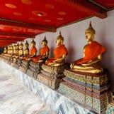 De standbeelden van Boedha in Wat Pho royalty-vrije stock afbeeldingen