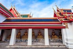 De standbeelden van Boedha in Wat Pho Stock Afbeeldingen