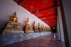De Standbeelden van Boedha, Wat Pho, Bangkok, Thailand Royalty-vrije Stock Foto's
