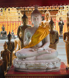 De standbeelden van Boedha in Wat Phrathat Doi Suthep Stock Foto