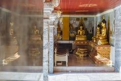 De standbeelden van Boedha in Wat Phrathat Doi Suthep Royalty-vrije Stock Afbeelding