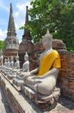 De standbeelden van Boedha in Wat Yai Chai Mongkol in Ayutthaya Stock Fotografie