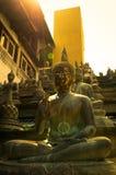 De standbeelden van Boedha in zonsonderganglichten Royalty-vrije Stock Afbeeldingen