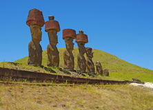 De Standbeelden van de Moaisteen bij Rapa Nui - Pasen-Eiland Stock Afbeeldingen