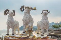De standbeelden van drie hemelrammen bij Kwun-Yamtempel Stock Foto's