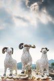 De standbeelden van drie hemelrammen bij Kwun-Yamtempel Royalty-vrije Stock Fotografie