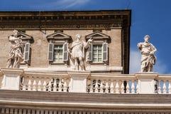 De standbeelden van heilige in de Stad van Vatikaan stock fotografie