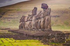 De standbeelden van Moai op het Eiland van Pasen Ahu Tongariki stock foto