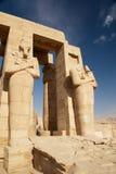 De standbeelden van Osiris. Tempel van Ramesses II. Egypte Stock Fotografie