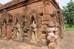 De standbeelden van oude tempels (stupa) in Bagan, Myanmar Royalty-vrije Stock Fotografie