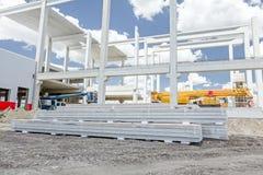 De stapel muren van het isolatie samengestelde paneel wordt opgestapeld bij de bouw royalty-vrije stock afbeeldingen