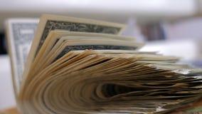 De stapel van één-dollar factureert dicht omhoog, heeft pret stock fotografie