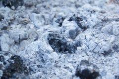 De stapel van as na de brand ging uit Astextuur De textuur van de brandwond uit as grunge stock foto