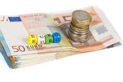De stapel van bankbiljetten factureert euro en stapel van muntstukken Royalty-vrije Stock Afbeelding