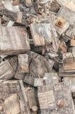 De stapel van brandhoutstralen op elkaar stock afbeelding