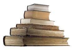 De stapel van de piramide van oude boeken stock foto's