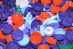 De stapel van gekleurde plastic kurkt Stock Afbeeldingen