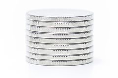 De stapel van geldmuntstukken isoleert op witte achtergrond stock fotografie