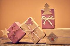 De stapel van giftdozen handcraft Nieuwjaar 2016 op hout Royalty-vrije Stock Foto's