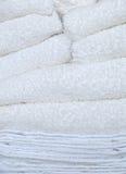 De Stapel van handdoeken en van de Doeken van de Was op de Dag van de Wasserij Royalty-vrije Stock Afbeeldingen
