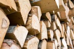 De stapel van het brandhout royalty-vrije stock afbeeldingen