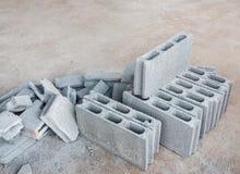 De stapel van het cementblok stock afbeeldingen