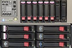 De stapel van servers met harde aandrijving in een datacenter Stock Foto