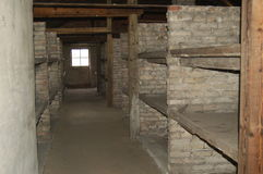 De stapelbedden van de baksteen in Auschwitz II - Birkenau Stock Foto's