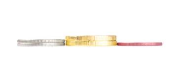 De stapels van het goud, van het Zilver en van het brons muntstukken stock afbeelding