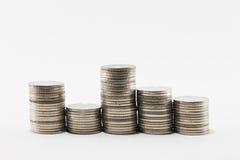 De stapels van het muntstuk op witte achtergrond Royalty-vrije Stock Foto