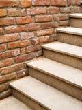 De stappen van de steen en bakstenen muur Royalty-vrije Stock Fotografie