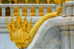 De stappen van NAGA de koning van nemen in Borommangalanusaranee heimelijk Royalty-vrije Stock Foto