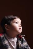 De starende blik van een kleine jongen. Stock Afbeeldingen