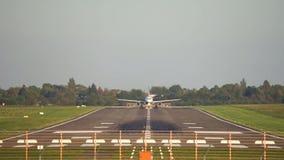 De start van het passagiersvliegtuig van de luchthaven van Hanover stock video