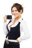 De status van de vrouw met kop van koffie, glimlach en ziet eruit Royalty-vrije Stock Afbeelding