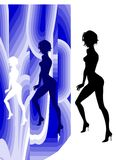 De Status van het Silhouet van het Meisje van Nice Royalty-vrije Stock Afbeelding