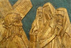 de 8ste Post van het Kruis, Jesus ontmoet de dochters van Jeruzalem stock foto's