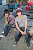 De stedelijke Aziatische jeugd die uit hangt royalty-vrije stock afbeeldingen