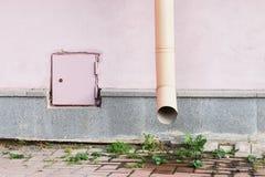 De stedelijke bouw Roze achtergrond Stock Foto