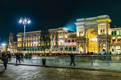 De stedelijke duomopiazza van de nachtscène stad van Milaan, Italië royalty-vrije stock afbeelding