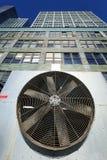 De stedelijke HVAC-Openluchteenheid Manhattan New York Bleac van Luchtcontidioner Stock Fotografie