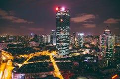 De stedelijke moderne bouw bij nacht Royalty-vrije Stock Afbeelding