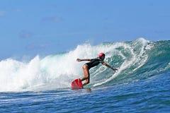De Steeg Davey die van Surfer van de vrouw in Hawaï surft royalty-vrije stock foto