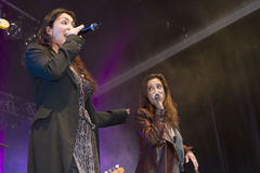 De Steeg van Lois zingt een hulde Abba bij Grote Rivieren Royalty-vrije Stock Afbeelding