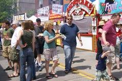 De steekproef van menigten het voedsel Stock Foto's