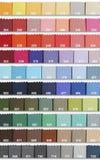 De Steekproeven van de kleur in Stof Royalty-vrije Stock Afbeeldingen