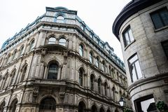 De steen lowrise gebouwen in het hart van Oud Montreal stock foto