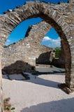 De steen vormt riuns bij Kerkhof een boog dichtbij Lastours royalty-vrije stock afbeeldingen